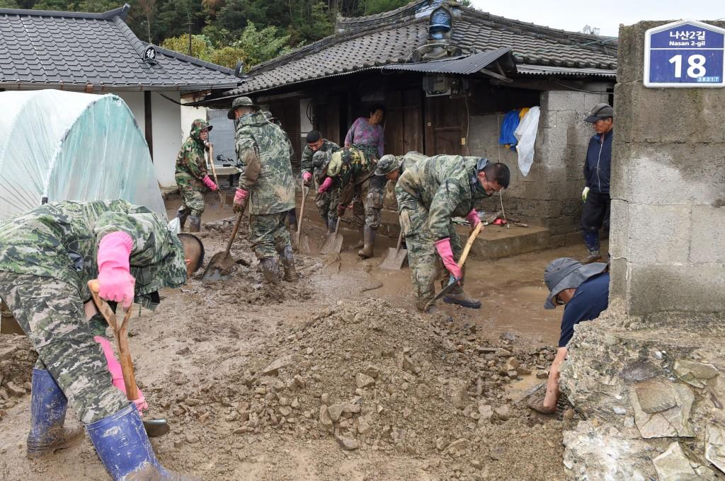 육군 50사단 양남면 나산리 주택침수 복구지원