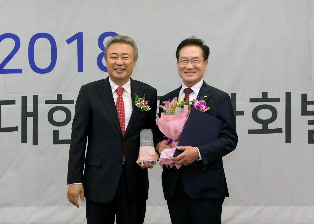 최기문 영천시장 대한민국사회발전대상 수상 사진 1