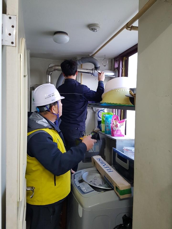 1 경주시, 가정용 LPG 가스보일러 긴급 안전점검하고 있다.(1)