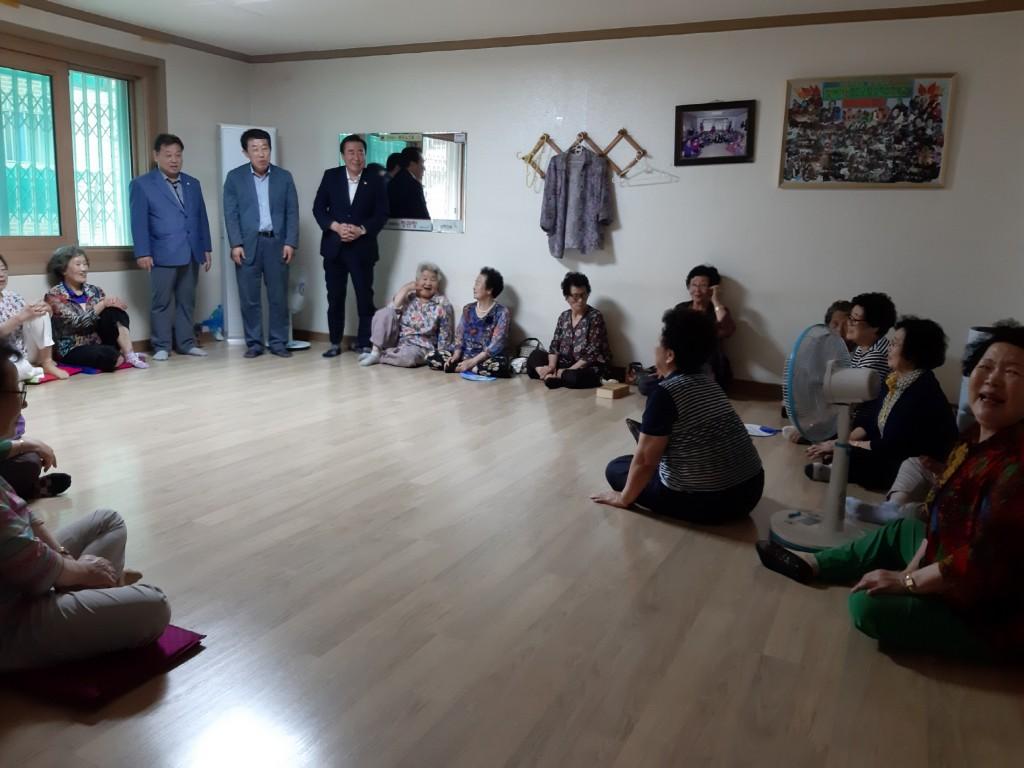3. 경주시 동천동장, 관내자생단체와 경로당 방문
