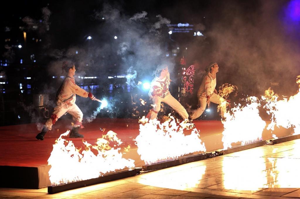 예술불꽃 화랑팀이 선보이는 불꽃극 불도깨비의 공연 모습